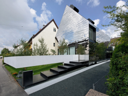 The mirror house by Bernd Zimmermann
