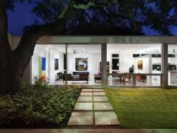 Texas bungalow by Miro Rivera Architects