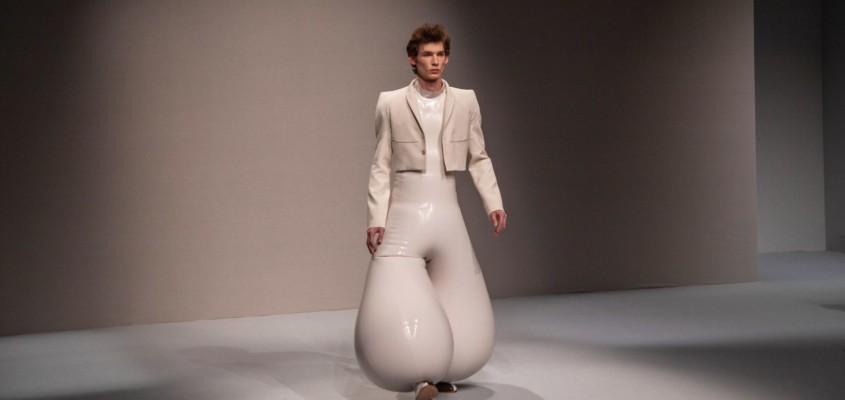 voluminousness billowing latex trousers !