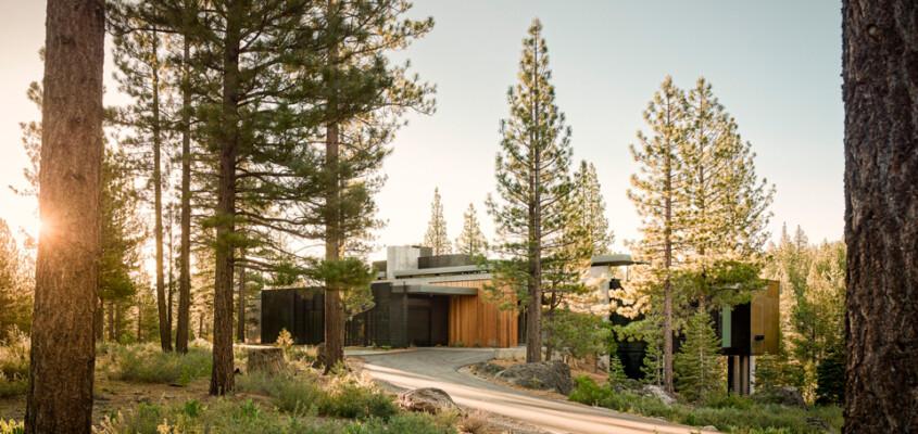 Volcanic boulder house – Truckee California