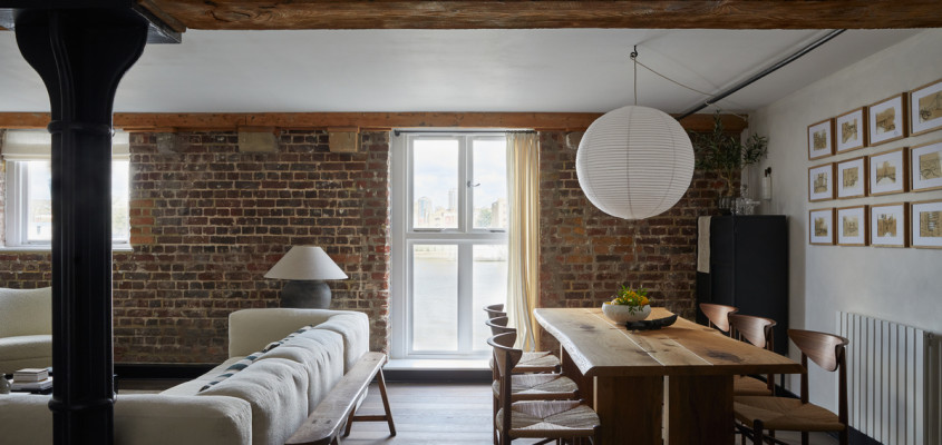 Living on the banks of the river Thames